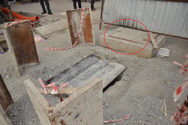 Nắp cống nơi nạn nhân vấp ngã và lọt xuống hố ga