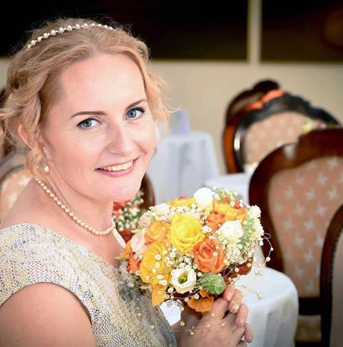 Người phụ nữ này cho rằng việc tự cưới mình trước có thể sẽ là một lần tập dượt hoàn hảo cho một đám cưới thực sự sẽ xảy ra sau này.