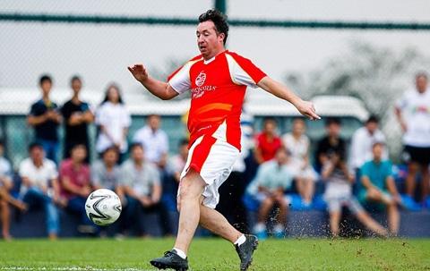 Cựu tiền đạo Liverpool, Fowler thi đấu cho đội Legend áo đỏ