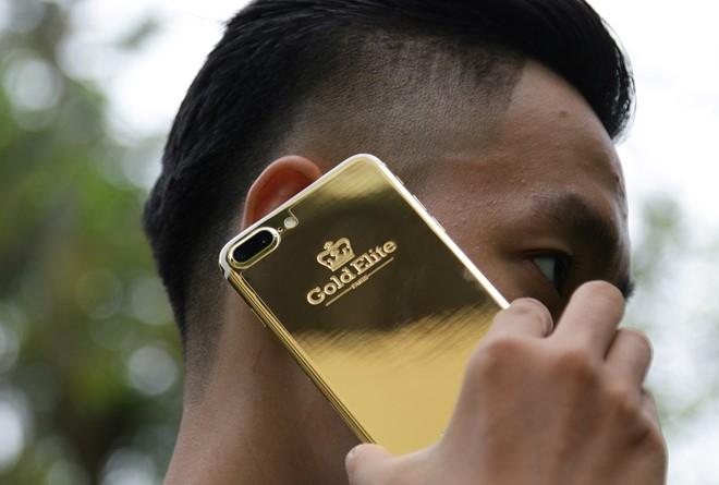 iPhone 7 Plus ma vang gia 180 trieu ve Viet Nam hinh anh 2
