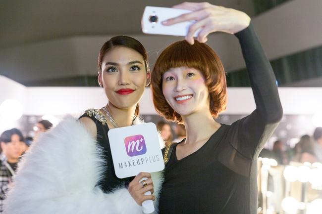 HOT: Mai Ngô & Lan Khuê nổi bần bật trên ghế khách mời tại Seoul Fashion Week - Ảnh 4.
