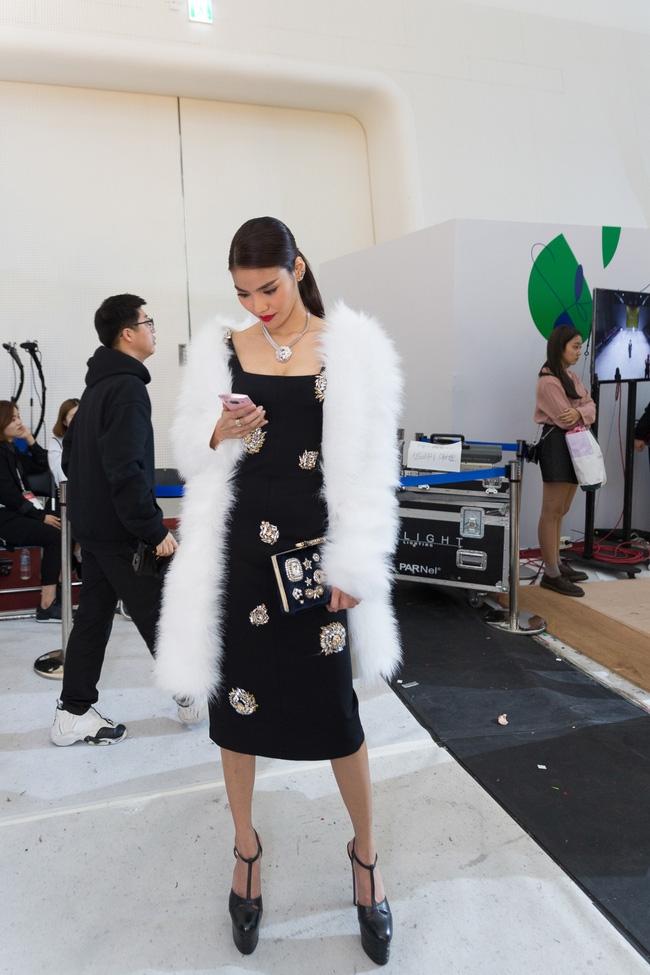 HOT: Mai Ngô & Lan Khuê nổi bần bật trên ghế khách mời tại Seoul Fashion Week - Ảnh 8.