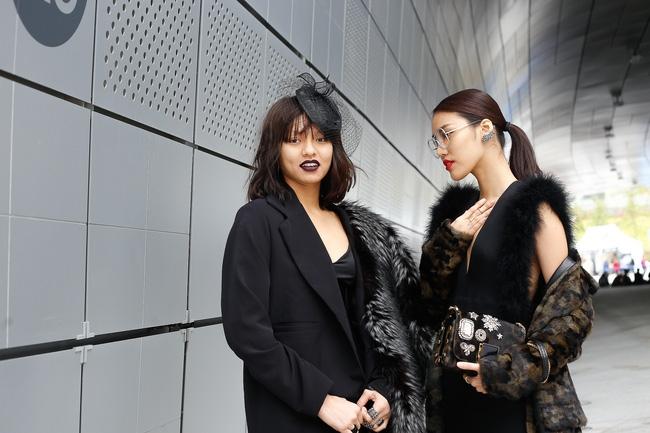 Lan Khuê & Mai Ngô biến thành 2 góa phụ đen trên tại Seoul Fashion Week - Ảnh 2.