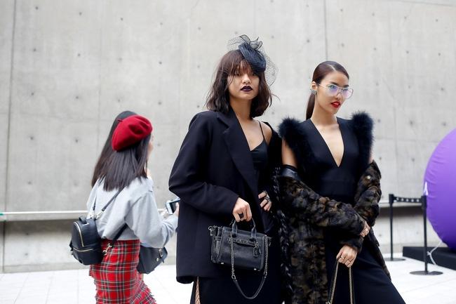 Lan Khuê & Mai Ngô biến thành 2 góa phụ đen trên tại Seoul Fashion Week - Ảnh 4.