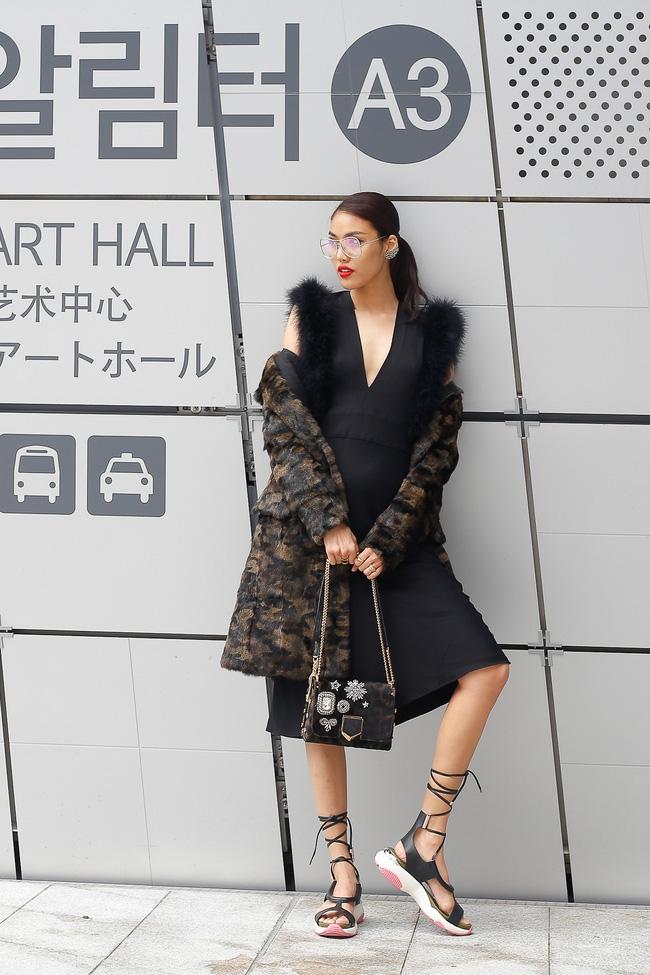Lan Khuê & Mai Ngô biến thành 2 góa phụ đen trên tại Seoul Fashion Week - Ảnh 5.
