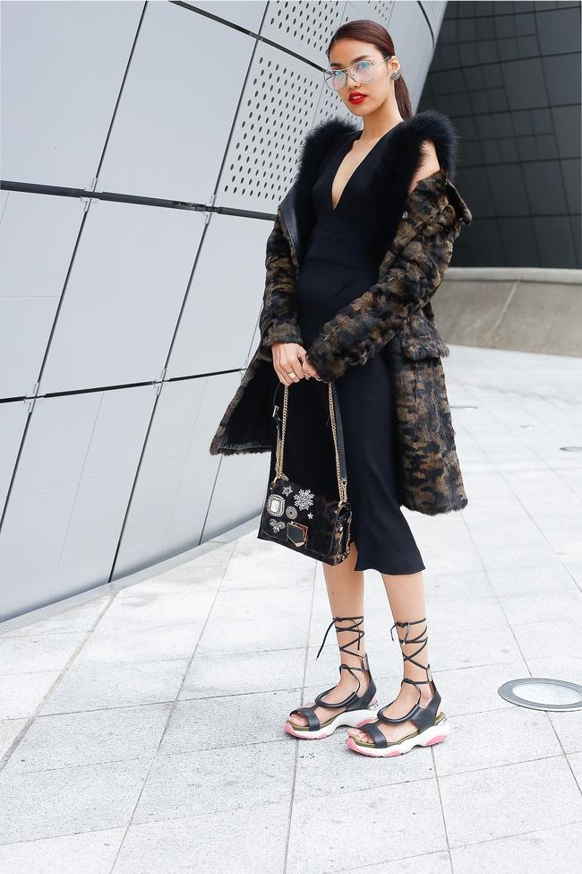 Lan Khuê & Mai Ngô biến thành 2 góa phụ đen trên tại Seoul Fashion Week - Ảnh 6.