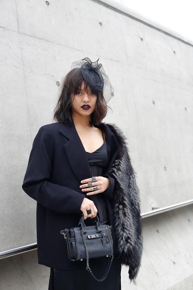 Lan Khuê & Mai Ngô biến thành 2 góa phụ đen trên tại Seoul Fashion Week - Ảnh 10.