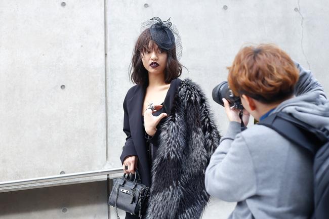 Lan Khuê & Mai Ngô biến thành 2 góa phụ đen trên tại Seoul Fashion Week - Ảnh 12.