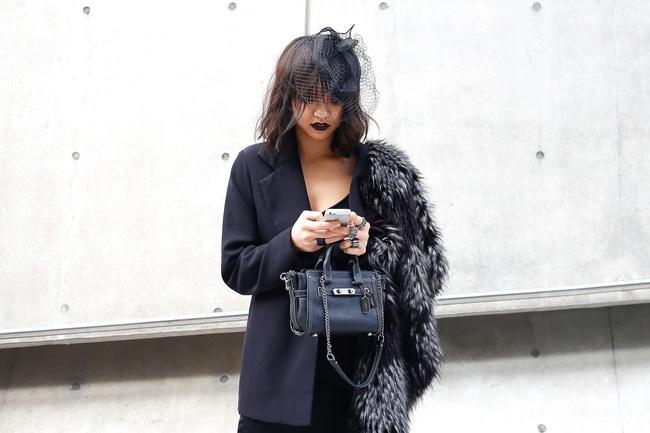 Lan Khuê & Mai Ngô biến thành 2 góa phụ đen trên tại Seoul Fashion Week - Ảnh 14.