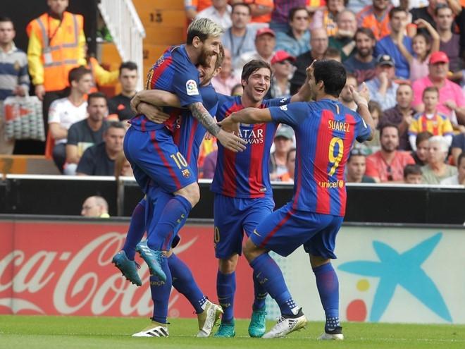 Neymar trung di vat, Messi hung ho thach thuc fan hinh anh 8