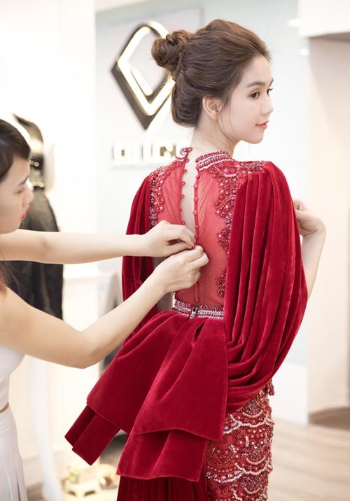 ngoc-trinh-chun-bi-vay-ao-long-lay-cho-su-kien-o-han-quoc-1