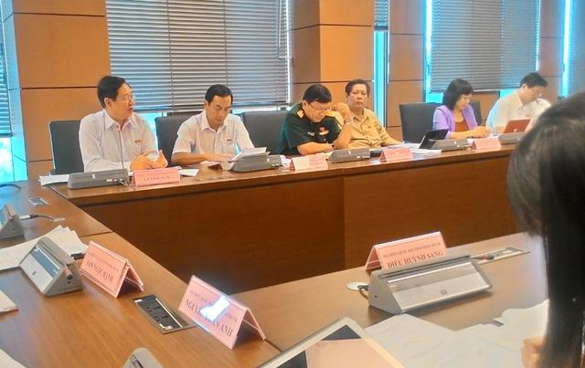 Bộ trưởng Nội vụ Lê Vĩnh Tân (bìa trái) cho rằng, không đẩy nhanh tốc độ tăng trưởng lên, Việt Nam khó đuổi kịp các nước phát triển.