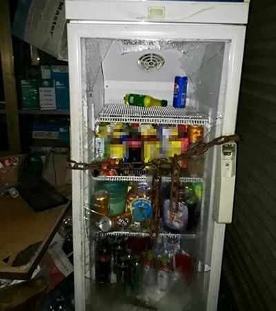 Tủ lạnh của nhà dân bị các học viên trốn trại xông vào đập bể tủ lạnh của nhà dân.