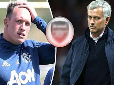 Like ảnh mỉa mai Mourinho, Phil Jones hết tương lai ở Man United