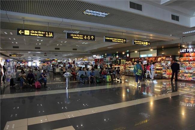 """Nam hành khách tố bị nhân viên an ninh sân bay Nội Bài """"hành hung trong phòng kín"""" - 1"""