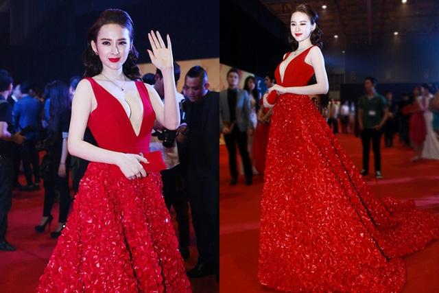Tại đêm hội chân dài, Angela Phương Trinh lựa chọn bộ đầm đỏ tuyệt đẹp, và với kiểu dáng cổ vẻ tới gần rốn như thế này, Angela lại được dịp khoe khéo vòng 1 với mốt không nội y.