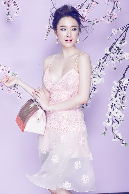 Angela Phương Trinh chia sẻ, cô rất kết gam màu pastel dịu dàng, ngọt ngào.