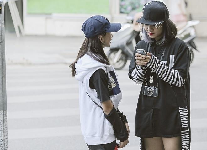 Giới trẻ Hà Nội mặc kỳ quái trên phố