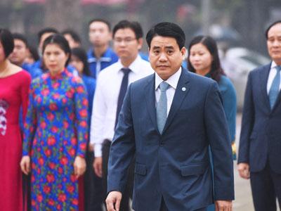 Lãnh đạo Hà Nội đặt vòng hoa tưởng niệm tại tượng đài Lê Nin