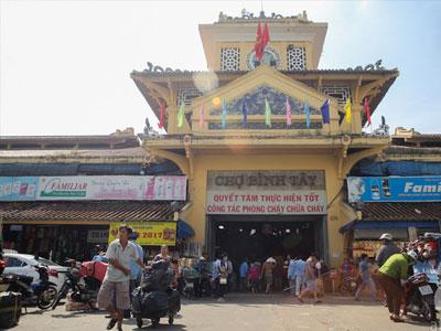 Chợ cổ lớn nhất Sài Gòn chính thức tạm đóng cửa, tiểu thương buồn bã dọn hàng
