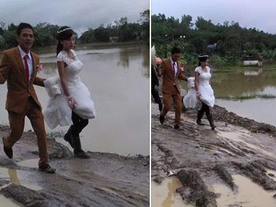 Cô dâu đi ủng lội bùn về nhà chồng gây xúc động mạnh