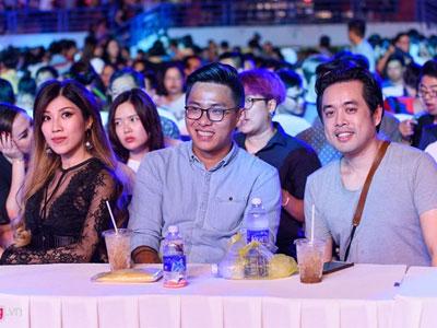 Sao Việt giản dị đến xem live show Noo Phước Thịnh
