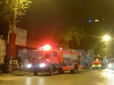 Nổ lớn, quán cơm trong khuôn viên tòa án Bạc Liêu cháy dữ dội