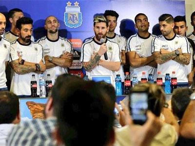 Messi dẫn 25 cầu thủ Argentina đi tuyên chiến báo chí