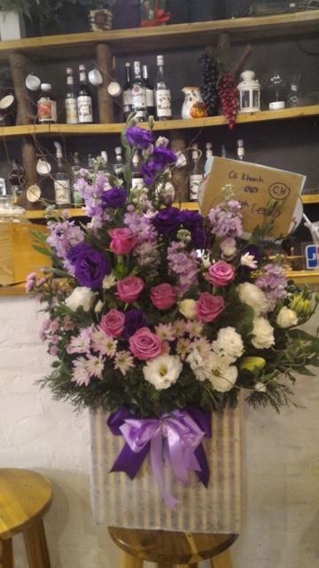 Thị trường hoa chúc mừng 20.11: Hoa hướng dương, hoa hồng lên ngôi - 1