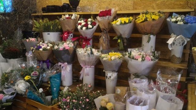 Thị trường hoa chúc mừng 20.11: Hoa hướng dương, hoa hồng lên ngôi - 2