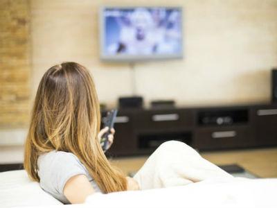 Thói quen xem tivi, điện thoại gây hại cho mắt thế nào