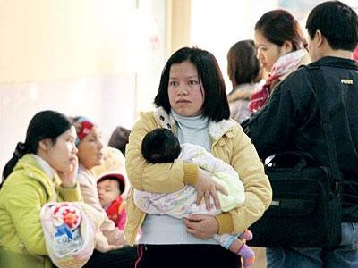 Trời lạnh đột ngột, trẻ nhập viện tăng