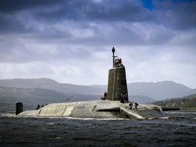 Cuộc sống tiện nghi của lính trên tàu ngầm hạt nhân Anh