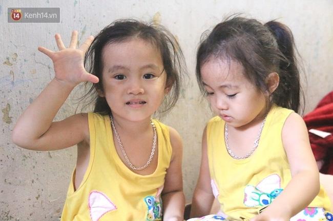 Vợ bỏ đi, người cha bệnh tật nhọc nhằn nuôi 2 bé gái sinh đôi xinh như thiên thần - Ảnh 2.