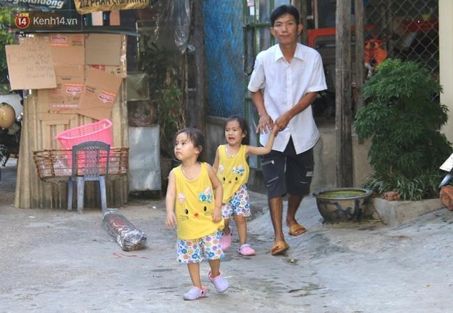 Vợ bỏ đi, người cha bệnh tật nhọc nhằn nuôi 2 bé gái sinh đôi xinh như thiên thần - Ảnh 13.