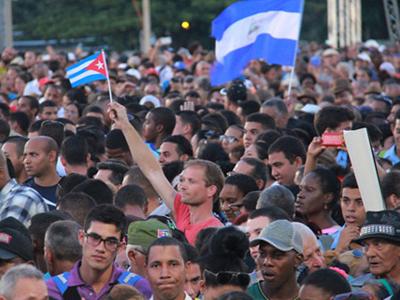 Đại bác vang rền tưởng niệm lãnh tụ Cuba Fidel Castro