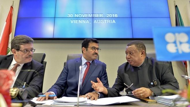 OPEC giảm sản lượng, giá dầu phá mốc 50 USD/thùng