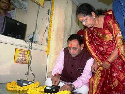 Đền thờ Ấn Độ cho phép quẹt thẻ để gửi đồ cúng