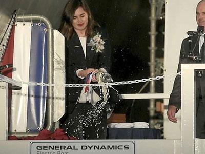 Mỹ làm lễ rửa tội siêu tàu ngầm trị giá 2,7 tỷ USD