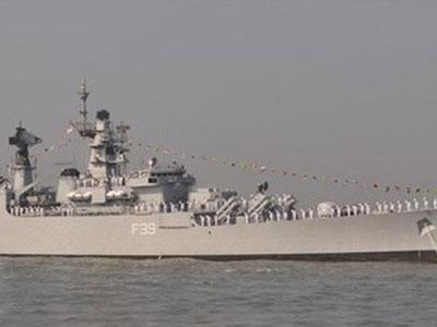Tàu chiến Ấn Độ bị lật, 16 người thương vong