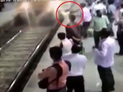 Cô gái trẻ tử vong vì bị tên cướp giật dây chuyền rồi đẩy vào tàu đang chạy