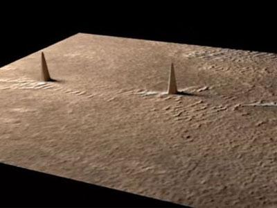 Phát hiện 3 tòa tháp xếp hàng thẳng đứng trên Sao Hỏa?