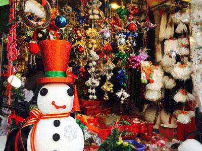 Không khí Giáng sinh nhộn nhịp tràn ngập trên phố Hàng Mã