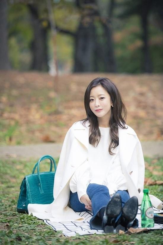 Kim Hee Sun tre trung trong phim moi hinh anh 2