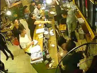 Gần 40 thanh niên quỵt tiền ăn, đánh nữ nhân viên quán nướng: Do mâu thuẫn trong kinh doanh