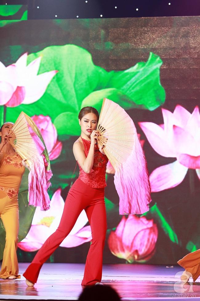 Hoàng Thùy Linh múa quạt điêu luyện, Bảo Anh nhảy máu lửa với váy xẻ... tứ tung - Ảnh 4.