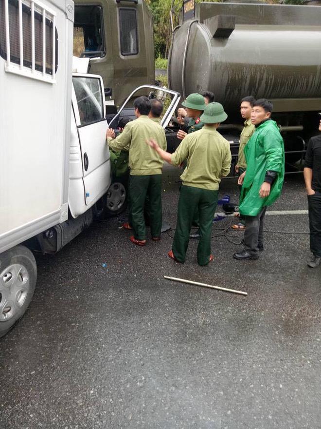 Xe công an đâm xe quân đội: Một chiến sỹ bị đứt rời 1/3 cẳng chân - Ảnh 1.
