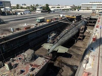 Cực hiếm cảnh bảo dưỡng tàu ngầm Kilo trên cạn