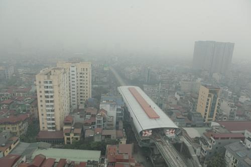 Ảnh: Giữa trưa, Hà Nội vẫn chìm trong sương mù - 1