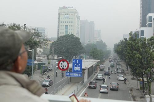 Ảnh: Giữa trưa, Hà Nội vẫn chìm trong sương mù - 5